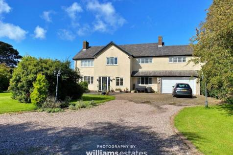 Babell Road, Pantasaph. 5 bedroom detached house for sale