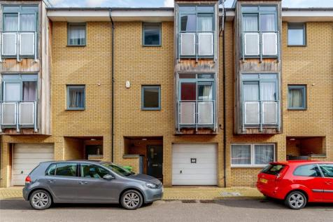 Rustat Avenue, Cambridge, Cambridgeshire, CB1. 3 bedroom terraced house