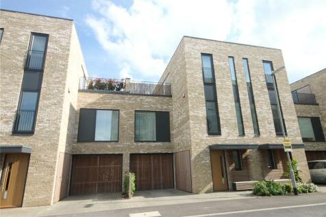 Lapwing Avenue, Trumpington, Cambridge, CB2. 4 bedroom terraced house