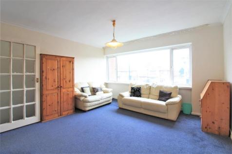 Hanworth Road, Hounslow, TW4. 2 bedroom apartment