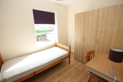 Comer Gardens, Worcester, WR2 6JG. 4 bedroom flat