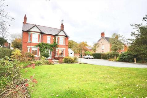 The Hawthorns, Parkgate Road, Chester. 4 bedroom detached house