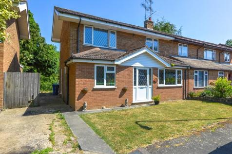 Meadow View, Potterspury. 4 bedroom semi-detached house for sale
