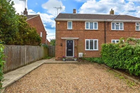 Blackwell End, Potterspury. 2 bedroom semi-detached house