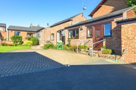 Brackley Road, Silverstone. 3 bedroom detached bungalow for sale