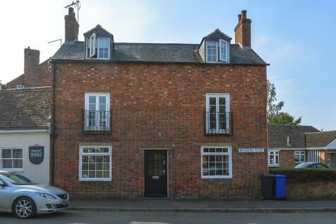 Bradden Road, Greens Norton. 3 bedroom cottage