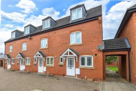 85 Reffield Close. 3 bedroom end of terrace house