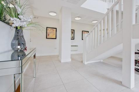 Chamberlain House, Diglis, Worcester, WR1. 3 bedroom apartment