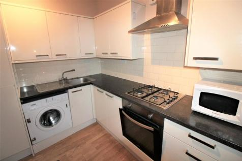 Blackstock Road, Finsbury Park, London N4. 2 bedroom flat