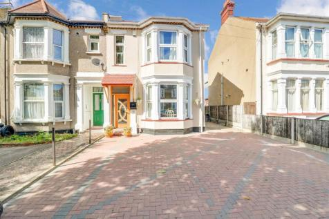 Kilworth Avenue, Southend-On-Sea. 7 bedroom semi-detached house for sale