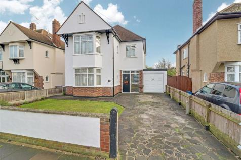 Mannering Gardens, Westcliff-On-Sea. 3 bedroom detached house for sale