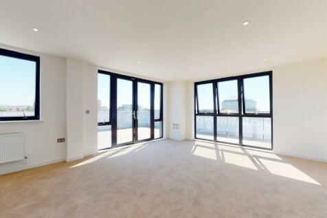 240-244 High Street North, Poole, BH15 1EA. 2 bedroom retirement property