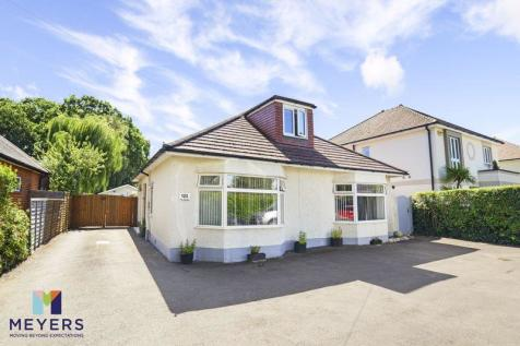 The Grove, Christchurch, BH23. 4 bedroom detached bungalow