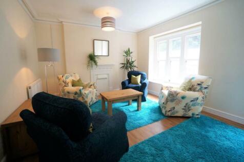 High Street Flat 2, Bangor, Gwynedd. 4 bedroom flat