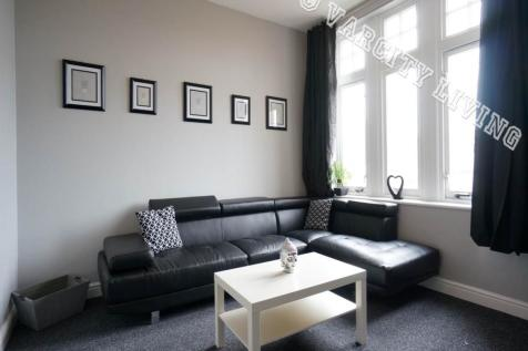 High Street, Bangor,. 2 bedroom flat