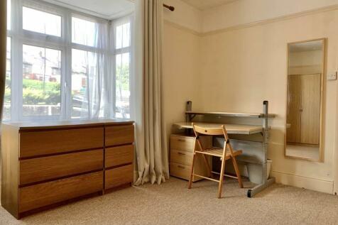 Penchwintan Road, Bangor,. 4 bedroom house