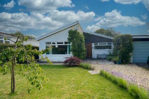 Llangynidr, Crickhowell. 4 bedroom detached bungalow