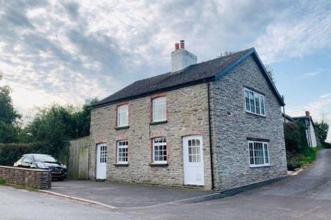 Old Monmouth Road, Abergavenny. 3 bedroom detached house