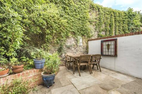 Myrtle Road, Bristol, Somerset, BS2. 3 bedroom terraced house