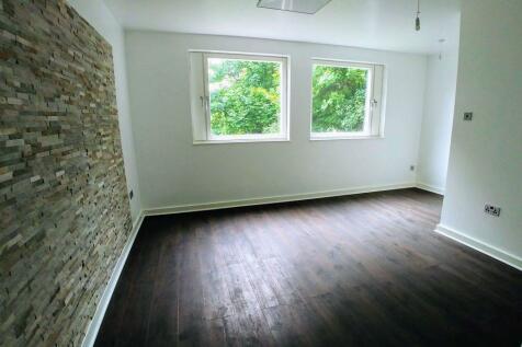 2 The Cornfields, Hemel Hempstead, HP1 1UA. 2 bedroom flat