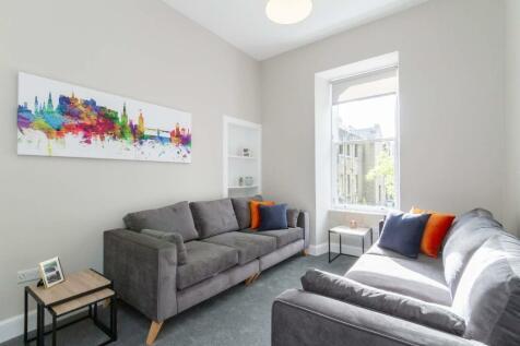 Clerk Street, Newington, Edinburgh, EH8. 4 bedroom flat