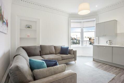 Hope Park Crescent, Marchmont, Edinburgh, EH8. 4 bedroom flat