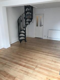 North Road, Bromley, Greater London, BR1. 2 bedroom terraced house