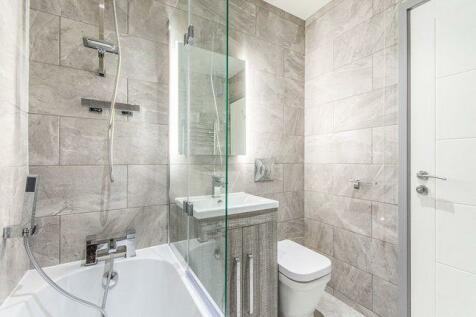 10/125 Danum HouseSt. Sepulchre Gate, Doncaster, South Yorkshire, DN1. 3 bedroom flat