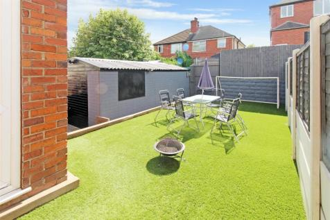 Abbotts Drive, Sneyd Green. 3 bedroom semi-detached house