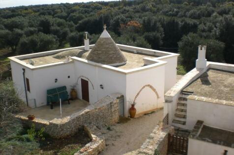 Carovigno, Brindisi, Apulia. 11 bedroom farm house