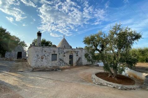 Ostuni, Brindisi, Apulia. 2 bedroom trulli