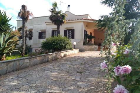 Ostuni, Brindisi, Apulia. 3 bedroom villa