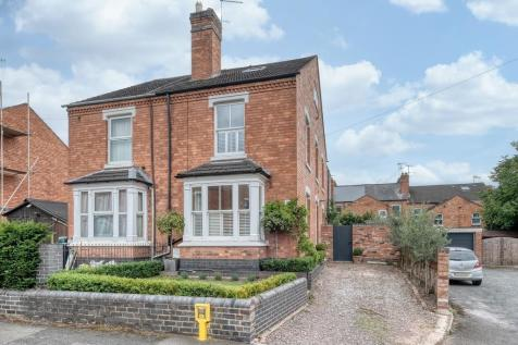 Somers Road. Worcester, WR1 3JJ. 4 bedroom semi-detached house