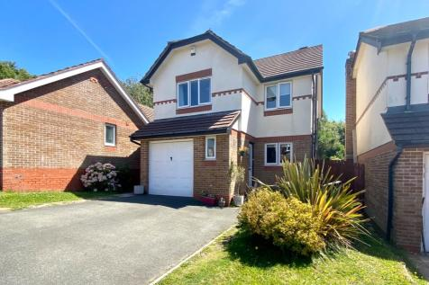 Penmere Drive, Newquay. 4 bedroom detached house