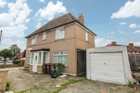 Fitzstephen Road, Dagenham, Becontree, Upney, London, RM8 2YB. 4 bedroom end of terrace house