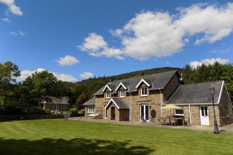 Pentreclwyda, Resolven, Neath, Neath Port Talbot. SA11 4DU. 6 bedroom farm house