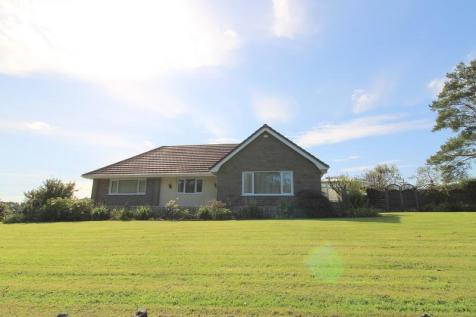 Neath Road, Fforest Goch, Pontardawe, Swansea, City And County of Swansea. SA8 3JB. 4 bedroom bungalow