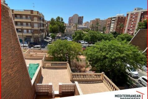 Valencia, Alicante, Alicante. 4 bedroom town house