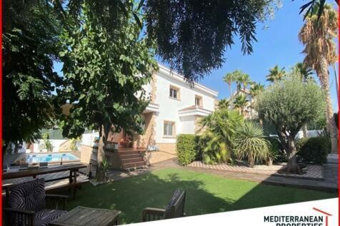 Valencia, Alicante, Alicante. 15 bedroom chalet