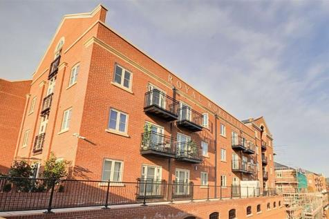 Austin Court, Worcester. 2 bedroom apartment