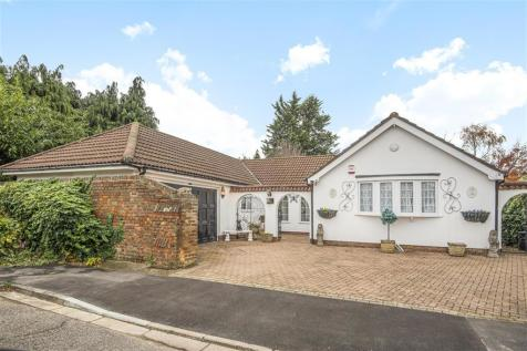Albany Close, Ickenham, Middlesex, UB10 8QD. 4 bedroom bungalow for sale