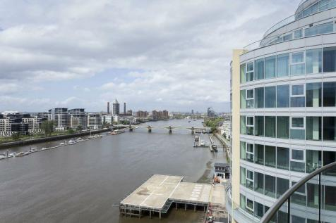 74 Vicentia Court, Battersea, London. 3 bedroom apartment