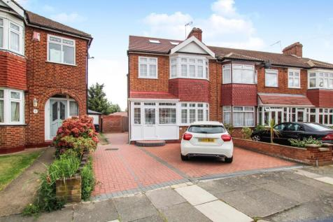Lynmouth Avenue, Enfield. 4 bedroom house for sale