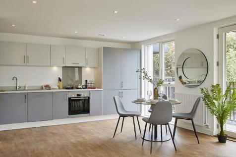 Stothert Avenue. 2 bedroom flat
