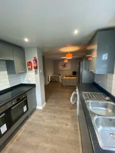 Blenheim Road, Worcester, Worcestershire, WR2. 6 bedroom detached house
