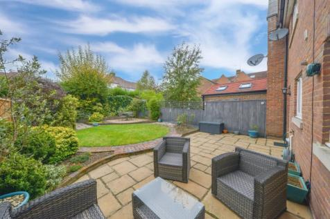 Ulverston Close,St. Albans,AL1 5DW. 3 bedroom terraced house for sale