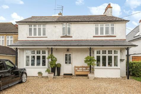Trowbridge, Hilperton, BA14. 4 bedroom detached house