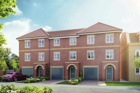 Hersham Road, Hersham, Walton-On-Thames, KT12. 4 bedroom end of terrace house for sale