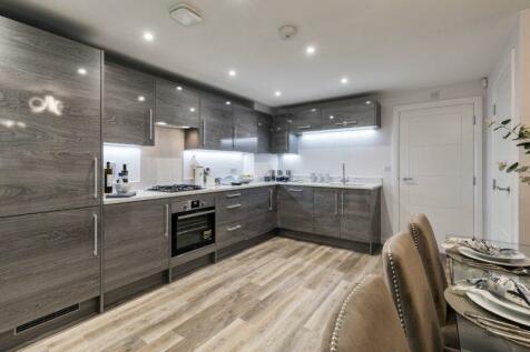 Hersham Road, Hersham, Walton-On-Thames, KT12. 4 bedroom terraced house for sale