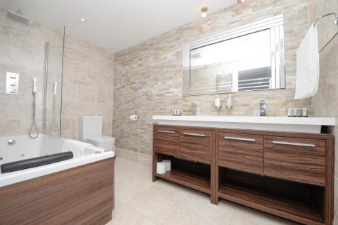 Charter House, Canute Road, Southampton, Hampshire, SO14. 3 bedroom apartment